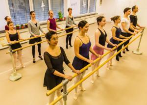 2018 ballettgruppe rises