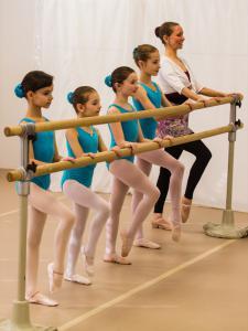 2018 kinderballett an der ballettstange